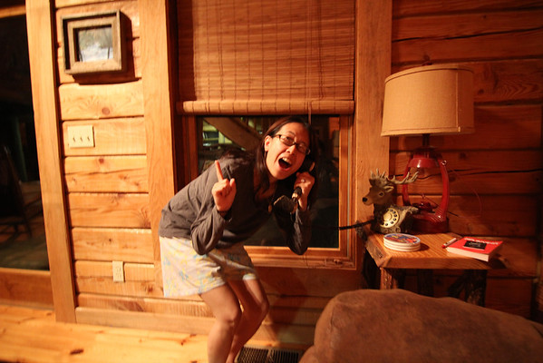The log cabin that Chi-Wei found on airbnb.com was gorgeous inside. We found a deer phone in the spacious living area. Here I am trying to
